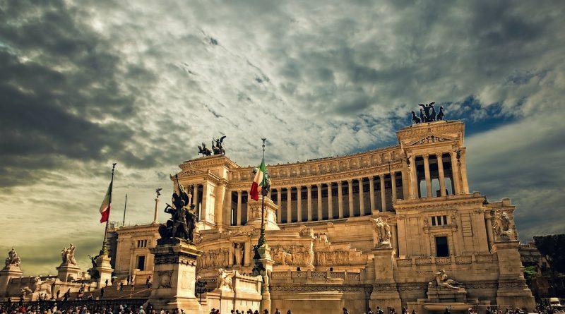vittorio emanuele monument 298412 1280 800x445 - Italien rutscht offiziell in die Rezession ab