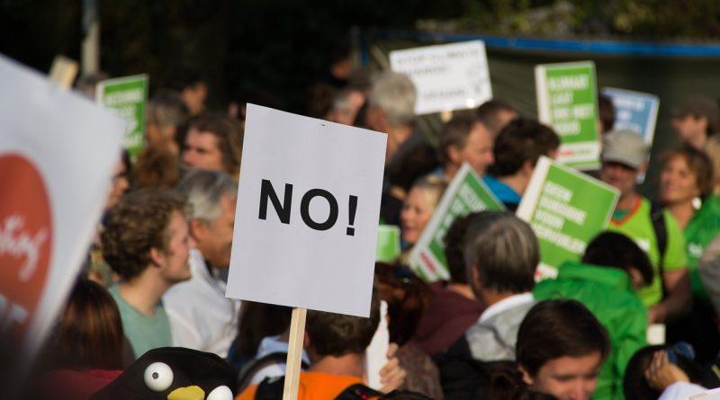 protest 464616 1280 800x445 - Seit vier Monaten protestieren die gelben Westen in Frankreich