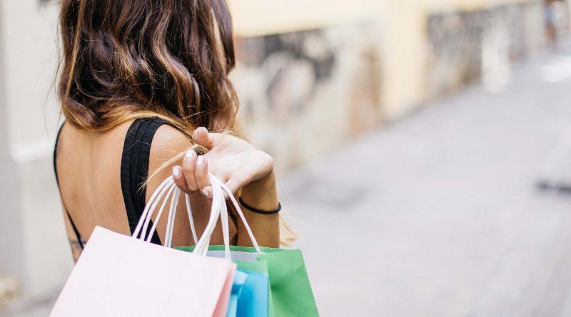 woman 3040029 1920 800x445 - Die Umsätze im US-Einzelhandel brachen im Dezember dramatisch ein