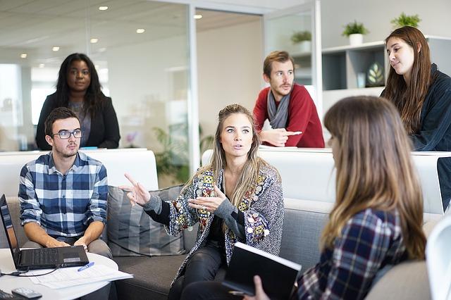 workplace 1245776 640 - Die Zahl der Arbeitslosen in Deutschland stieg sprunghaft an