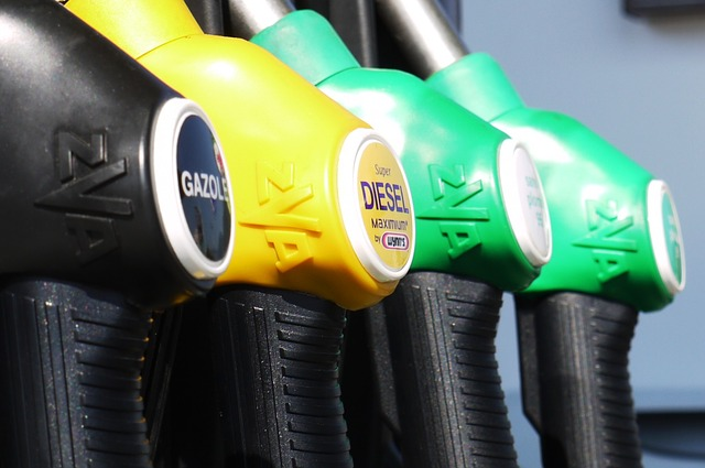gasoline 175122 640 - Der Erdölpreis und die negativen Zinsen werden absehbar zu einem großen Problem