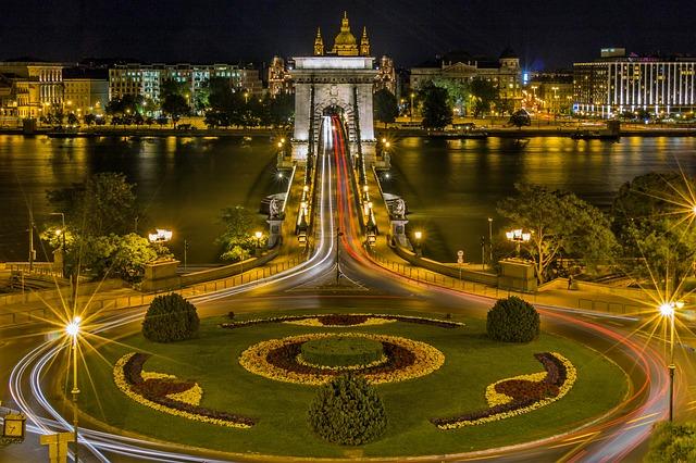 chain bridge 111329 640 - Junge Deutsche sollten schnellstens nach Ungarn auswandern