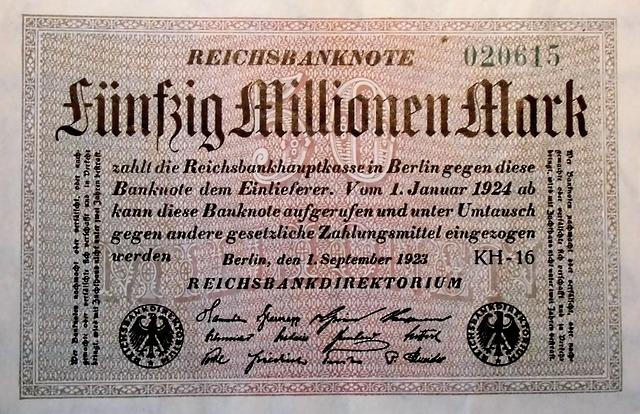 inflationsgeld 1143191 640 - Die schleichende Entwertung des Geldes