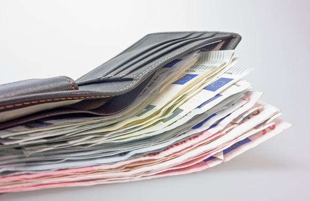 money 494163 640 - Die große Geldentwertung ist bereits in vollem Gang