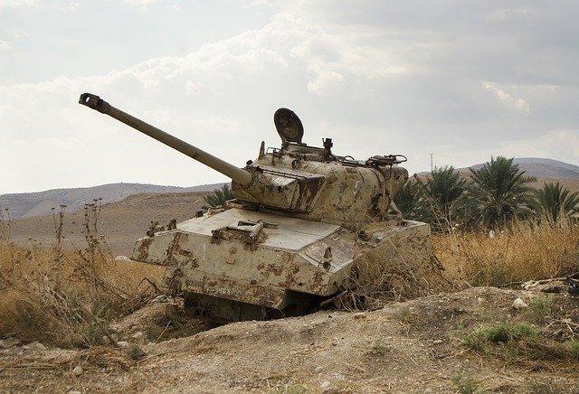 army tank 4601451 640 - Die Kriegstreiber bei ihrer sinnlosen Arbeit