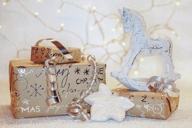 christmas 4645449 640 - Eine schöne Bescherung!
