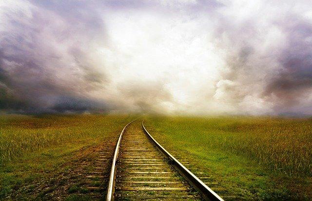 railroad tracks 163518 640 - Die Ruhe vor dem nächsten Sturm